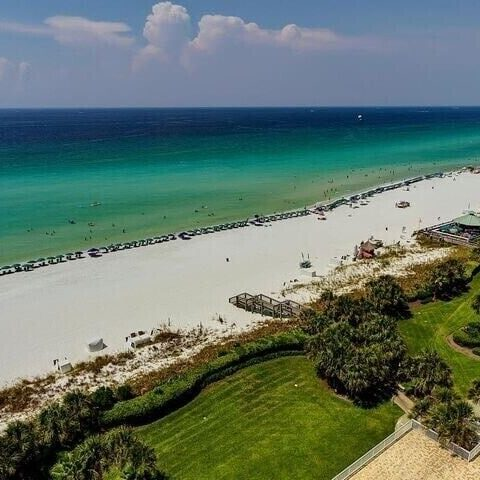 The beach of Destin